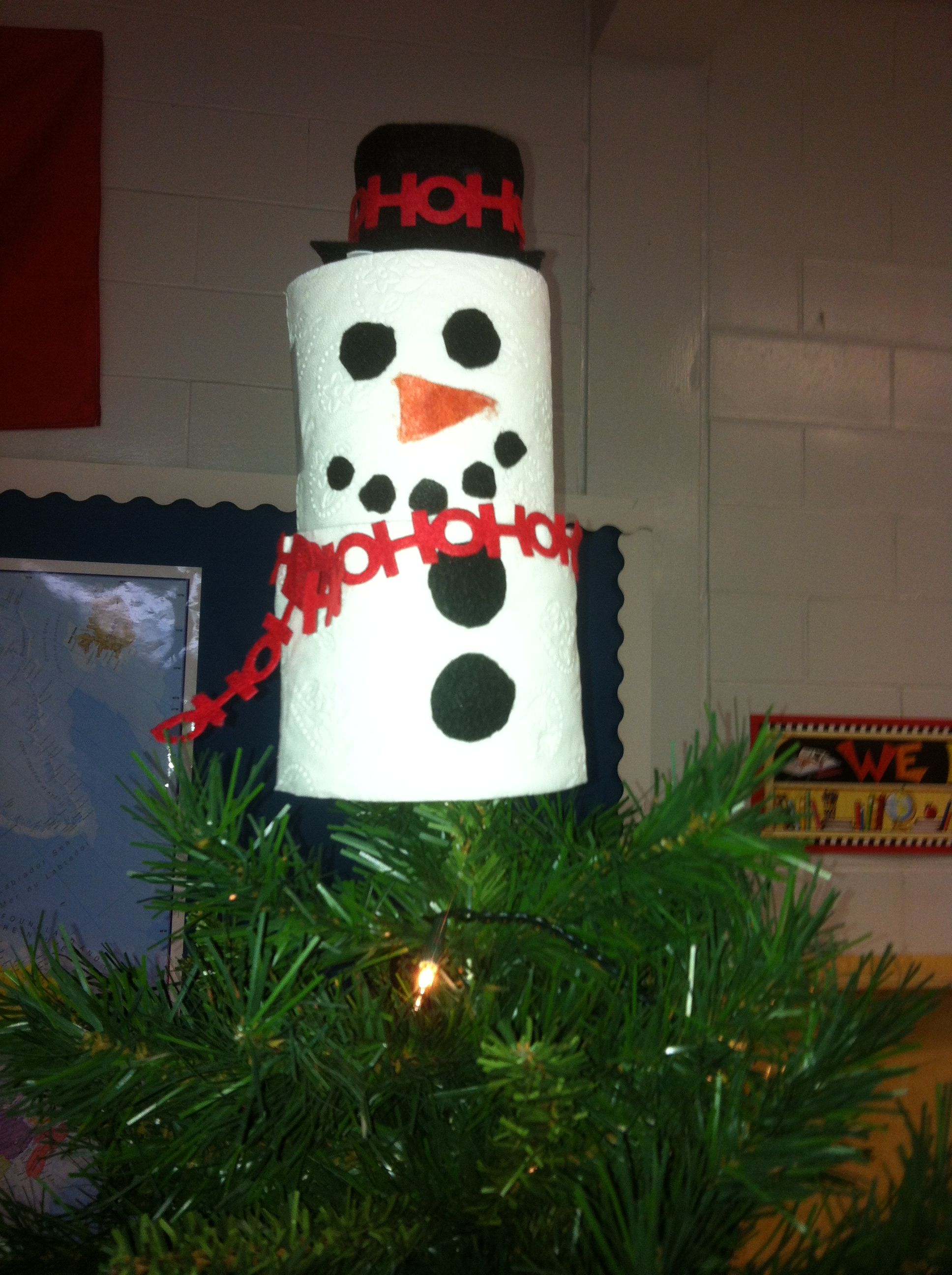 Snowman Tree Topper Made With Two Full Toilet Paper Rolls Body Empty Yogurt Cup Hat And Felt Accessori Tree Toppers Snowman Tree Topper Classroom Tree