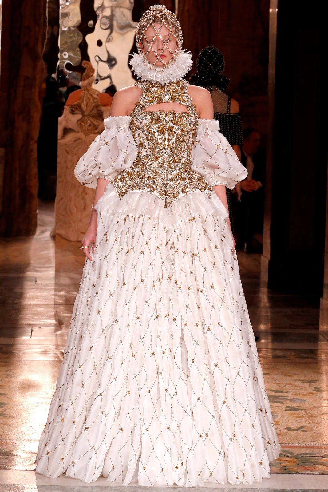Alexander mcqueen fall 2013 paris wide ruff collar with wheel alexander mcqueen fall 2013 ready to wear collection wearing an embroided corset with this dress sleeves reminiscet of the large virgo sleeves junglespirit Gallery
