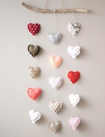 Patron de couture pdf tutoriel gratuit pour réaliser un mobile cœurs.
