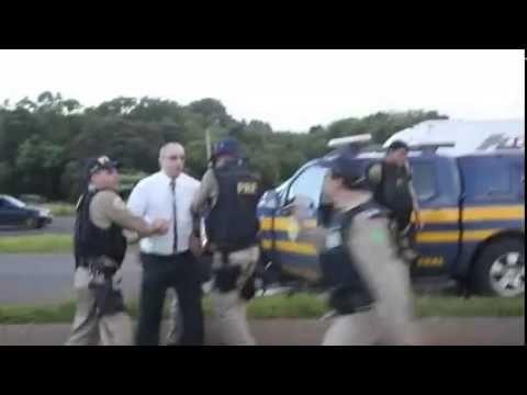 Policiais e caminhoneiros entraram em confronto durante a desocupação da...