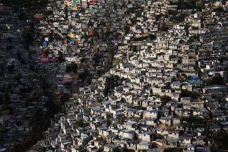 L'espèce humaine a besoin de surface. Image saisie à Haïti.