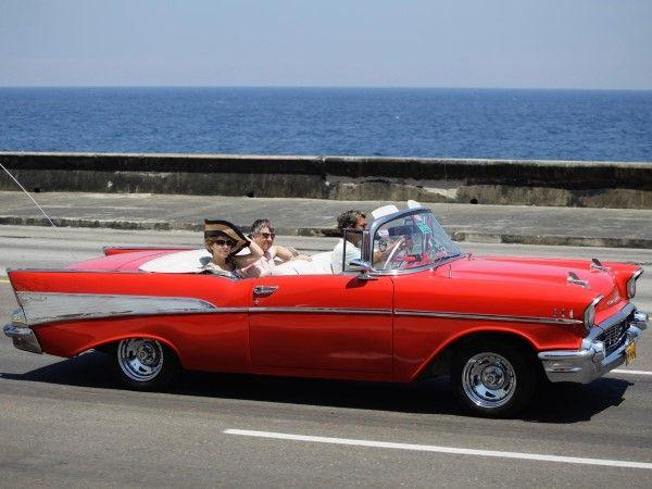 ¿Por qué el gobierno cubano decidió aplicar una política más laxa con respecto a la venta de automóviles? (© Desmond Boylan/Newscom/RTR)