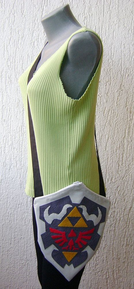 this is adorable: Legend of Zelda Ocarina Of Time Hylian Shield Purse