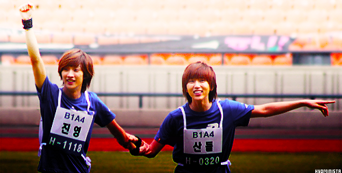 Jinyoung 진영 and Sandeul 산들 from B1A4 비원에이포