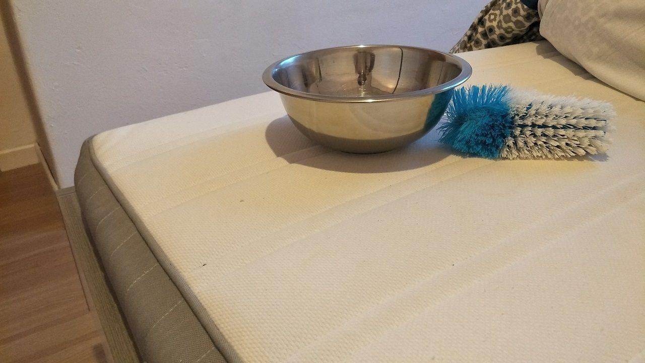Matratze Reinigen Tipps Und Hausmittel Gegen Flecken Matratze Hausmittel Reinigen