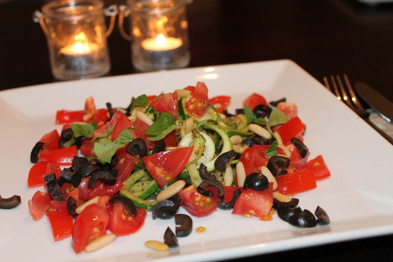 Warmer Zucchinisalat (vegan) » Heute habe ich mich wieder in meiner Küche ausgetobt und etwas Lec ...