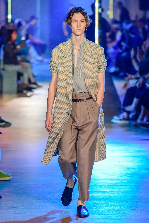 20aa4ebe189 Cerruti 1881 Spring 2019 Menswear Fashion Show   Ricochet Effects ...