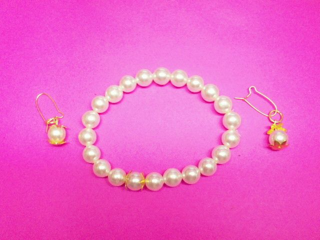 White Beads with Gold Trim Bracelet & Earrings