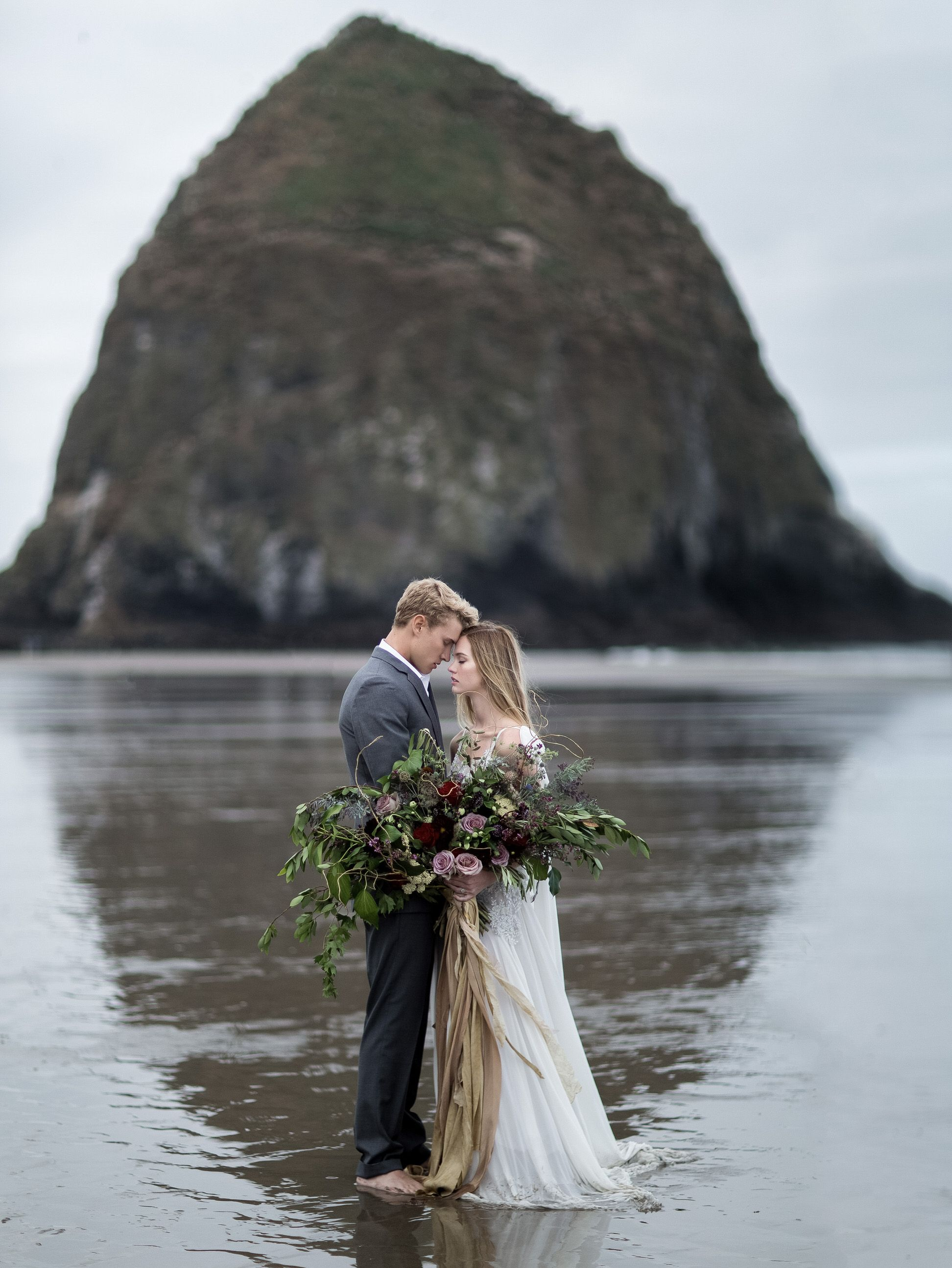 Cannon Beach Wedding Inspiration From The Oregon Coast Work Tyler Rye Http Tylerrye