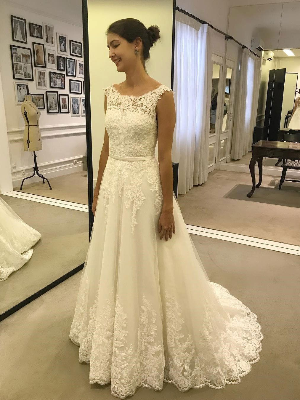 A line lace appliques tulle ivory scoop long wedding