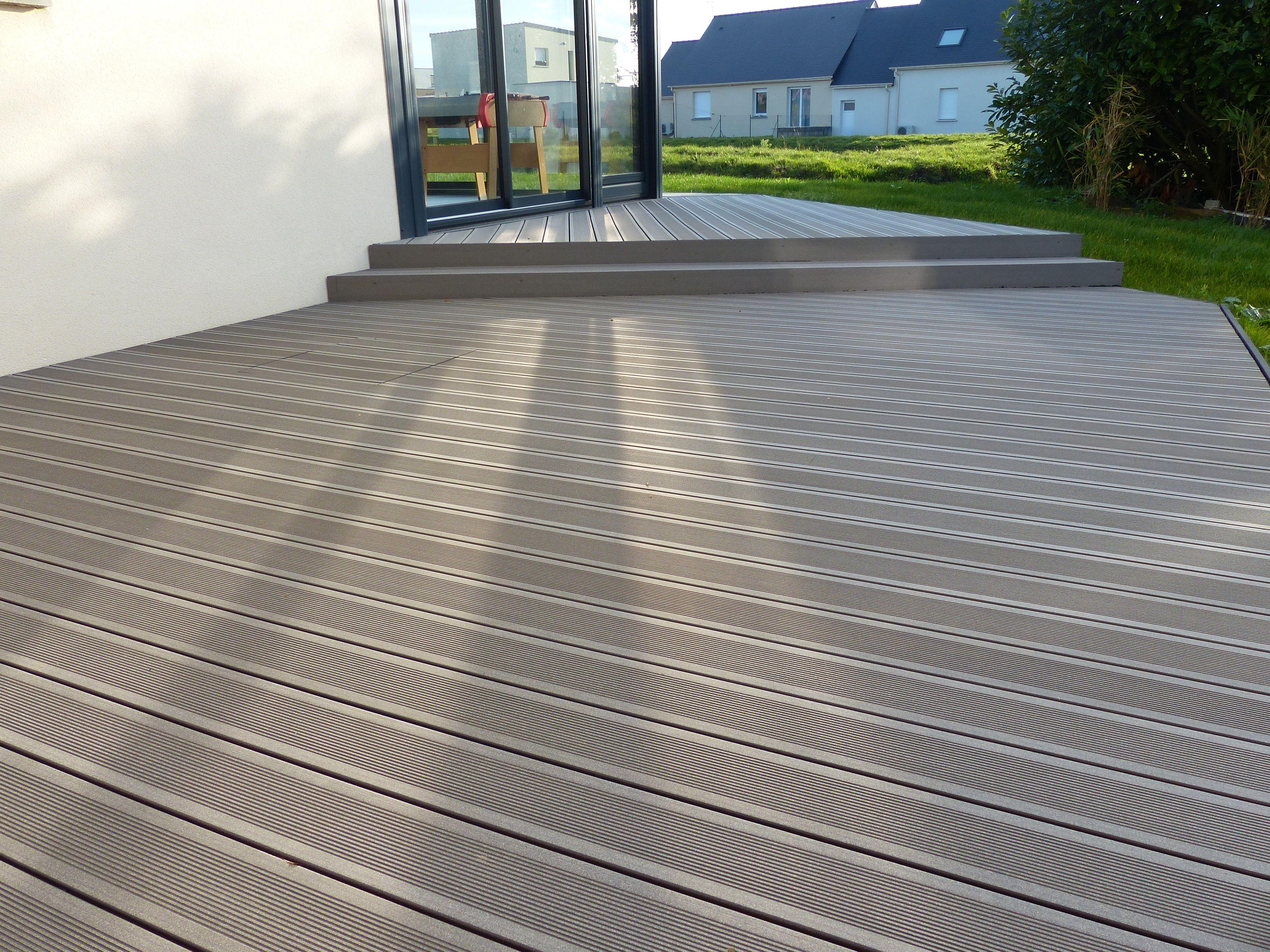 Terrasse En Lames Composite Anthracite Avec Escalier A