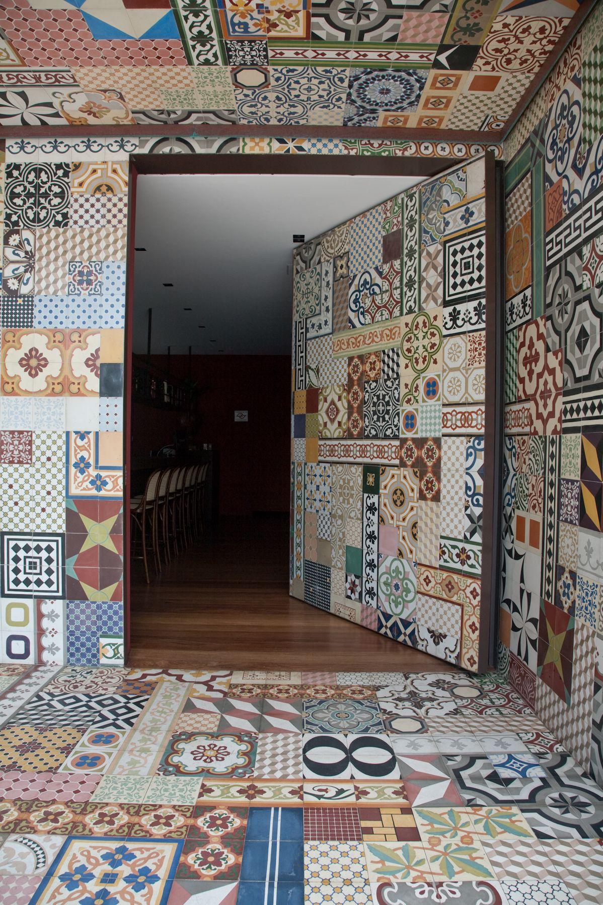 Azulejos restaurante nico pasta todo cubierto hasta la for Restaurante azulejos