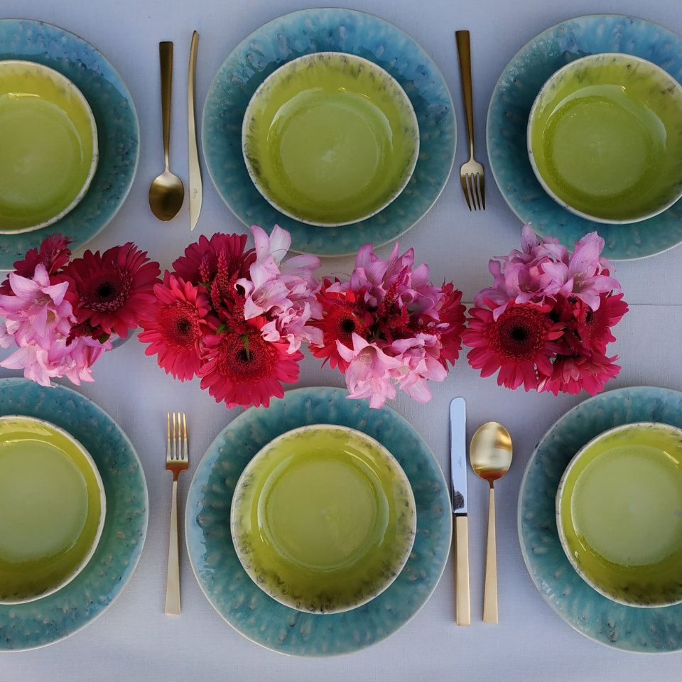 Designer Dinnerware Sets For Colourful Table Decorations Colorful Table Colorful Dishes Modern Table Setting