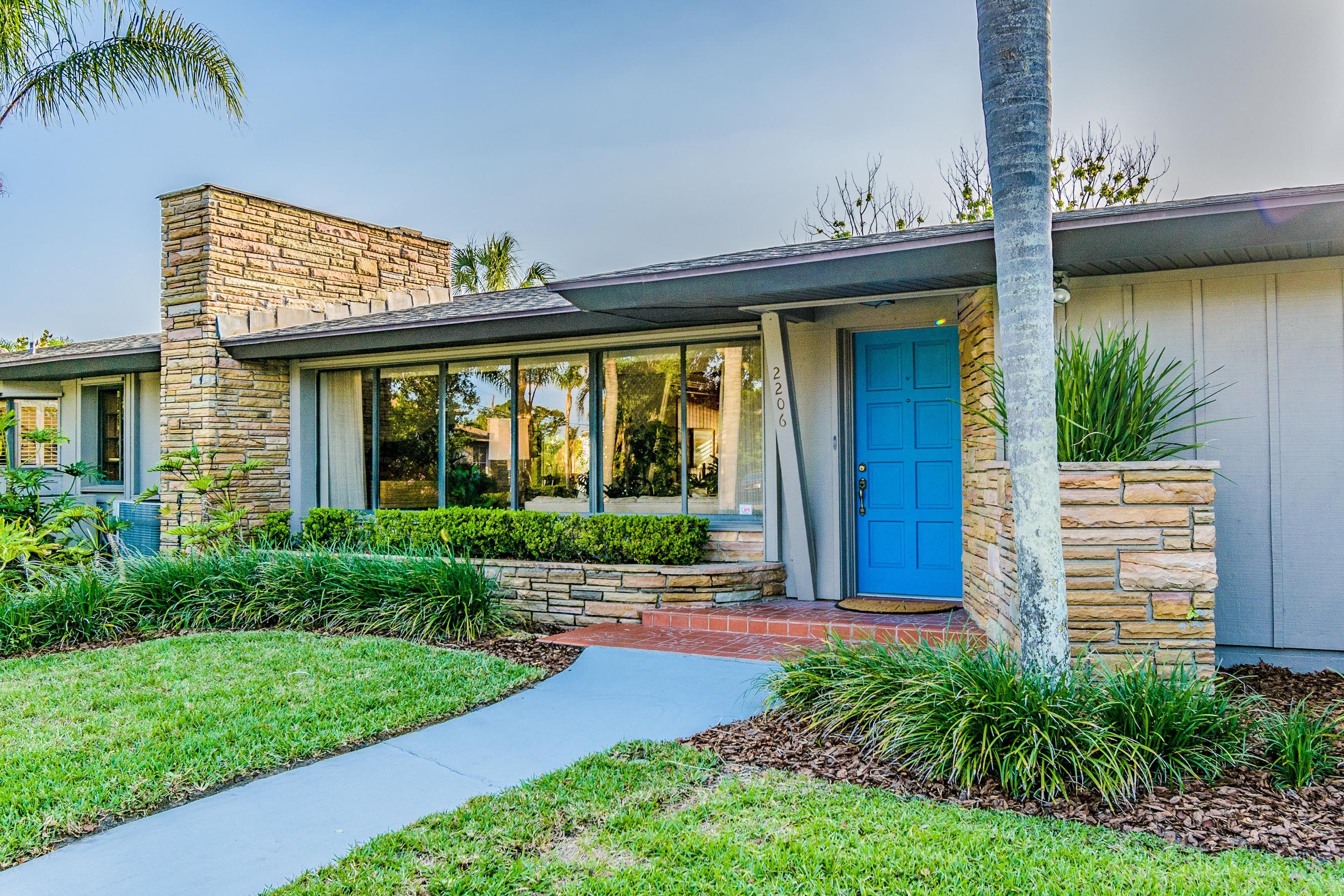 Mid Century Modern New Listing In Daytona Beach Florida Modern Style Homes Mid Century Modern House Ranch Style Homes