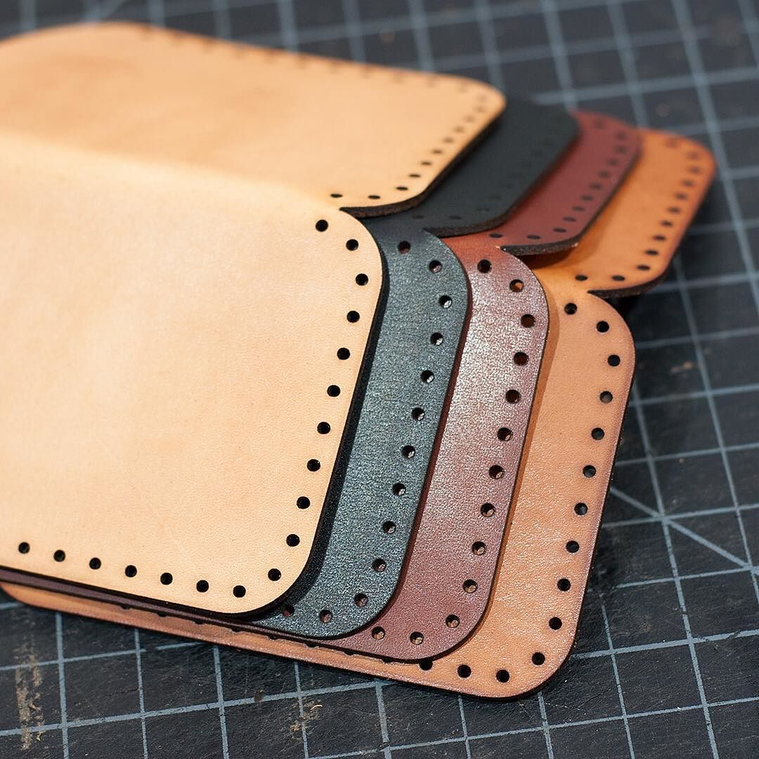 oiling and stitching up some slim card wallets. #leathercraft #leathergoods #leatherworking #handstitched #vegtan #thoroughbredleather #lasercutting #trotec #etsyfinds #etsy #shopify by makesupply