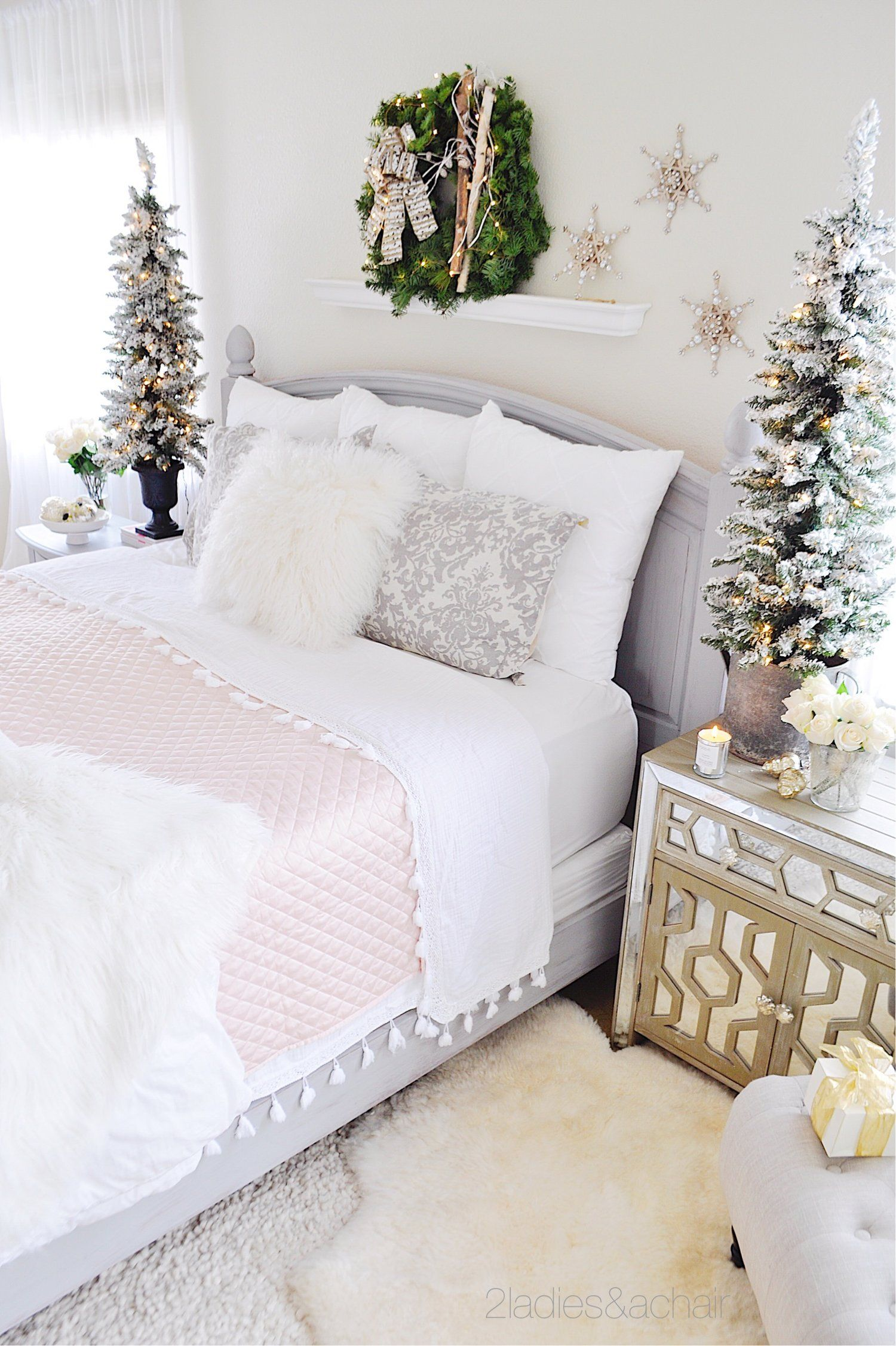 Simple Christmas Decor Ideas For Your Bedroom 2 Ladies A Chair Christmas Room Decor Christmas Decorations Bedroom Holiday Bedroom
