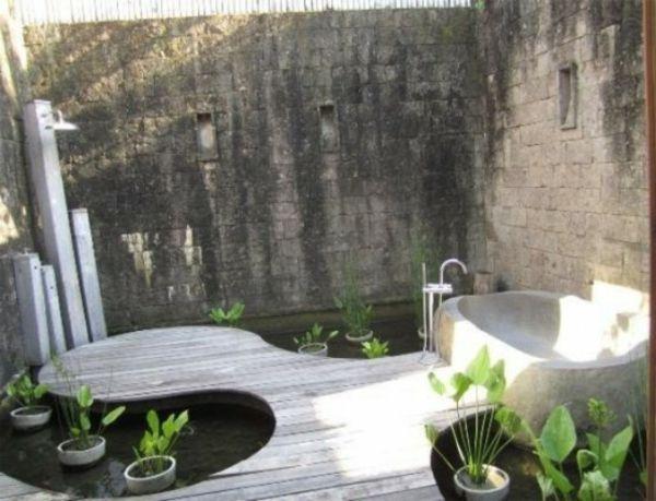 le modèle de salle de bain extérieur- pureté pour l'esprit et le ... - Dessiner Ma Salle De Bain