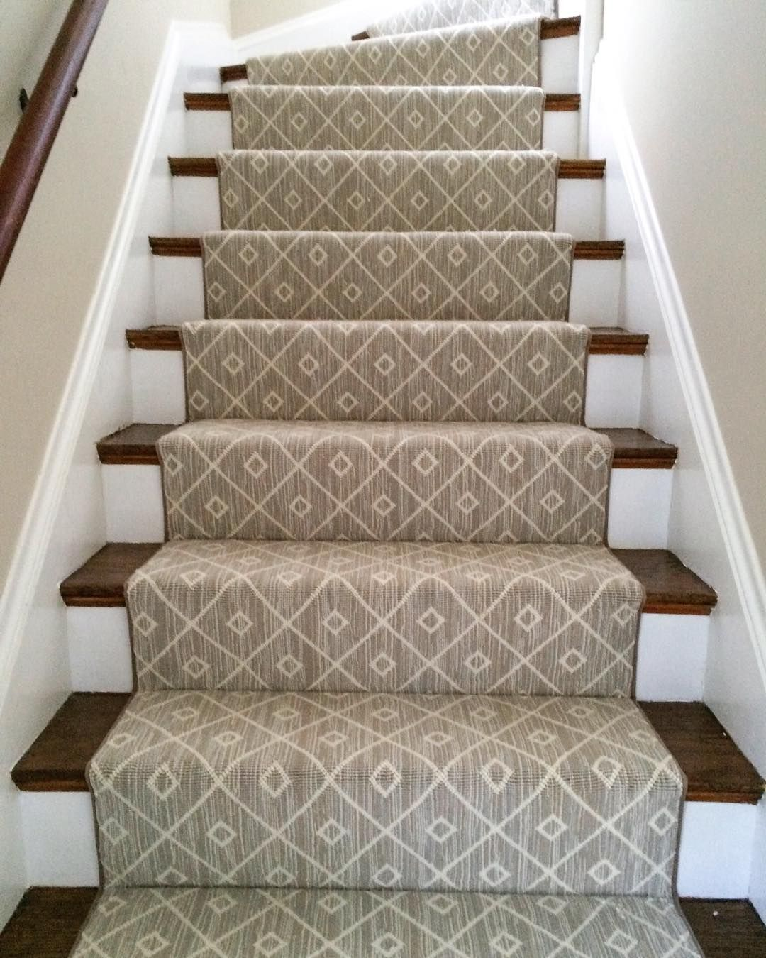 Mia A Woven 100 Wool Carpet Makes For A Beautiful Stair Runner Installation By Thecarp Patterned Stair Carpet Staircase Carpet Runner Stair Runner Carpet