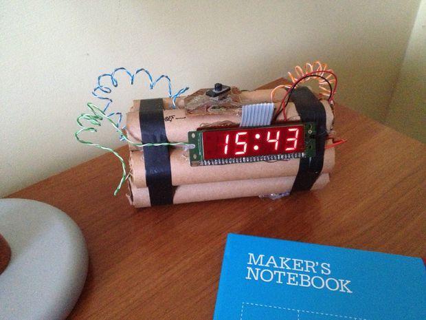 c5f8271370af Reloj despertador en forma de bomba