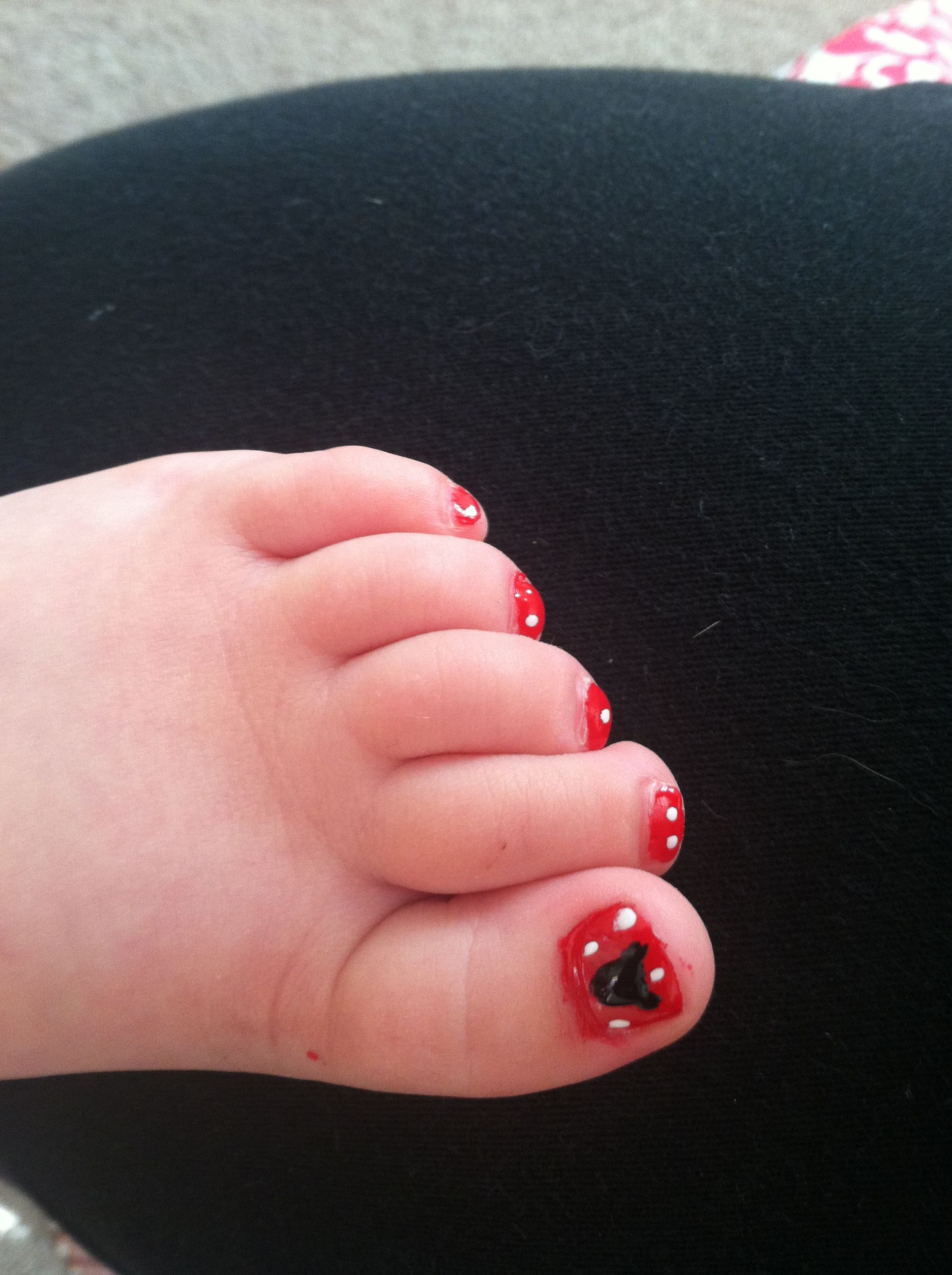 Disney toes-Mickey Mouse toes. The girls must have these for Disney ...