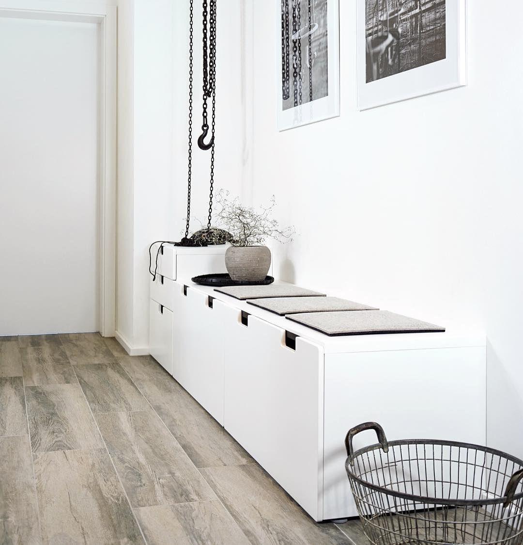 gro e schubladenelemente im flur sind sehr praktisch wenn man nicht gerade etwas sucht. Black Bedroom Furniture Sets. Home Design Ideas