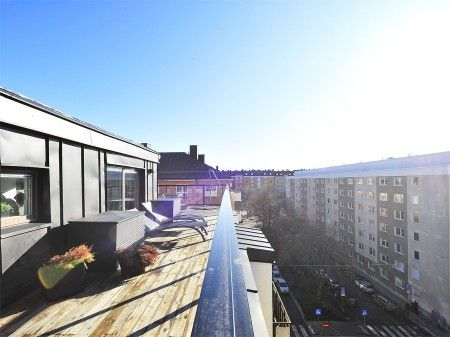 Ático pequeño, masculino y con una terraza espectacular