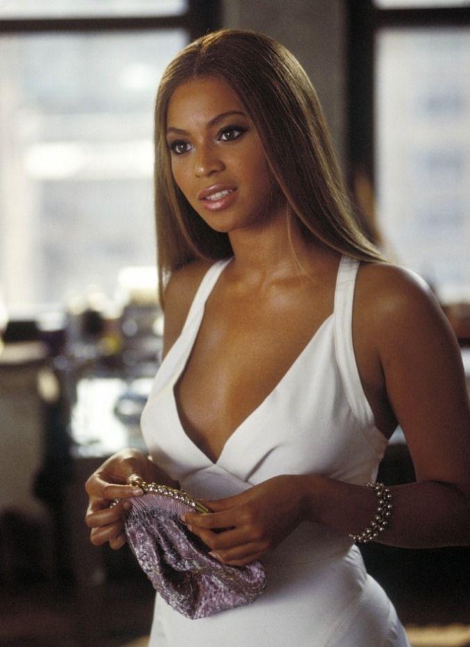 Beyonce The Pink Panther 2006 Filme A Pantera Cor De Rosa Beyonce Hair Beyonce Style Beyonce