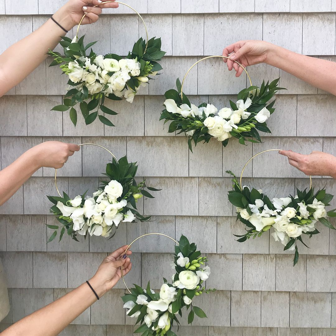 How fun are these bridesmaid's floral hoops? As seen @beachplumfloral  . #bridal #bouquets #weddingflowers #weddingideas #weddinginspo #weddingbridesmaidbouquets