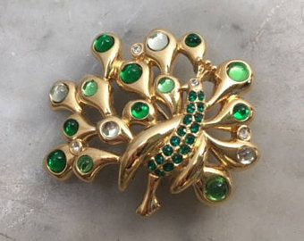 7af0e25f1c8 Vintage Monet Emerald Green + Crystal Clear Rhinestone Glass Cabochon  Peacock Feather Gold Tone Brooch Pin // Exotic Bird Estate Jewelry