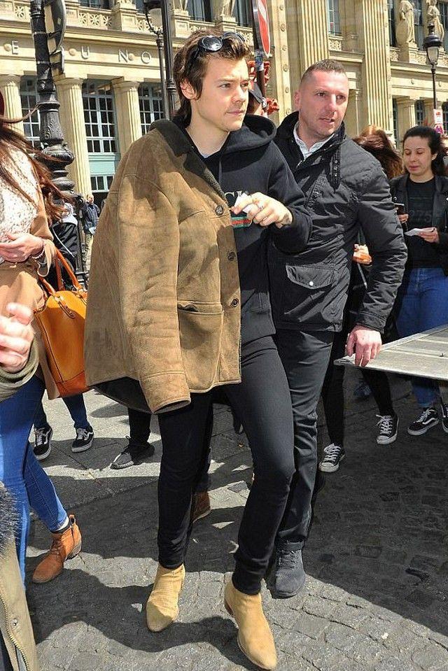 ef214e47 Harry Styles wearing Gucci Hooded cotton sweatshirt with Gucci print, Saint  Laurent Mid Jeans, Saint Laurent Lizard Effect Suede Chelsea Boots, ...
