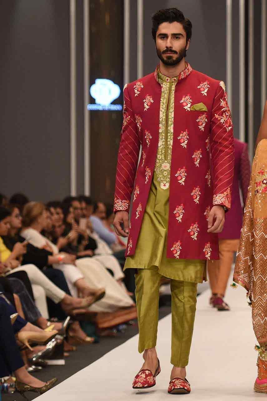 Mehndi design 2017 for mens - New Trend Of Green Pakistani Groom Wedding Sherwani Designs 2017 For Mehndi With Pibk Embroidered Coat