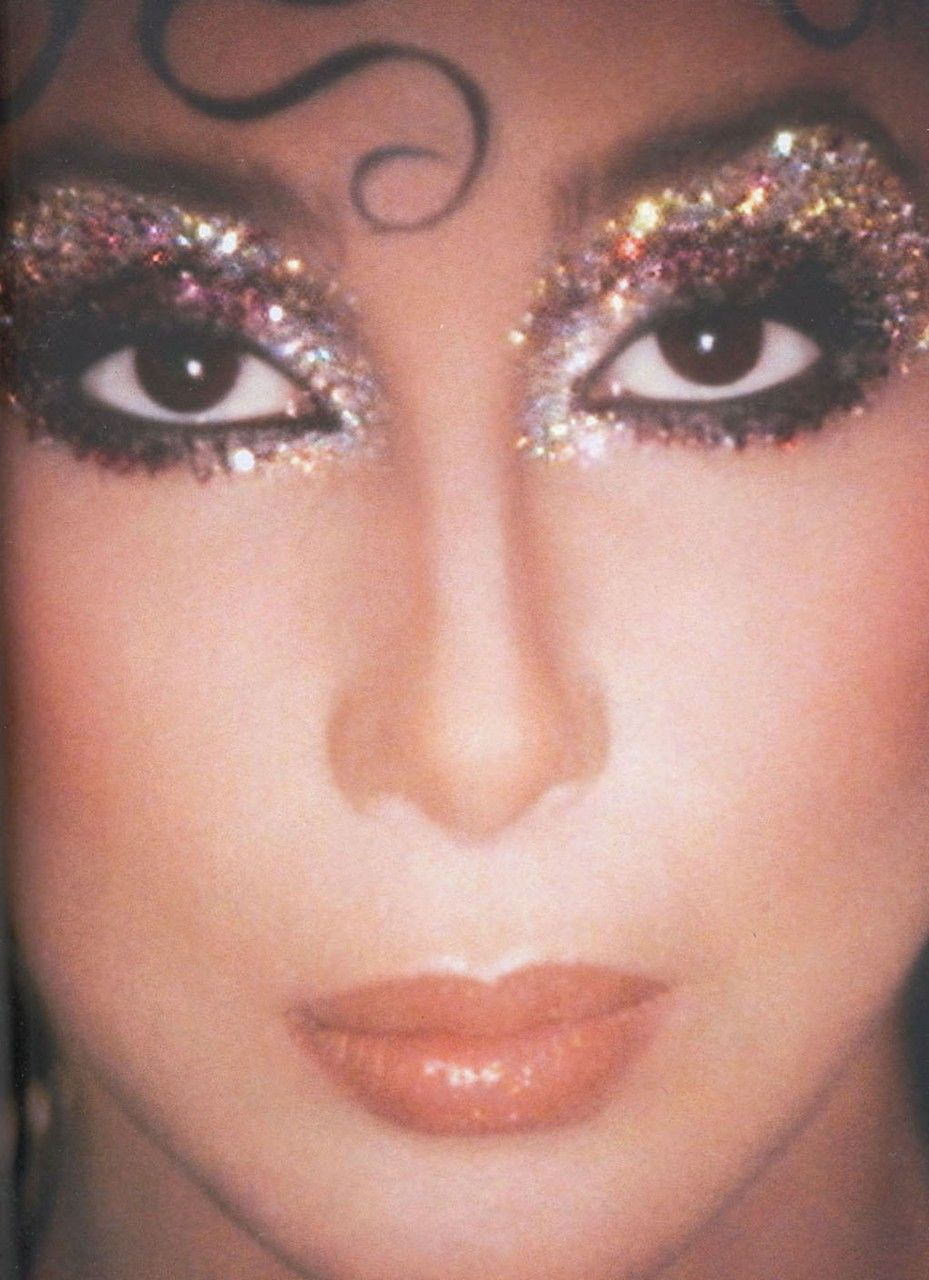Cher as Queen Isabella 70s Glam, 1970s Makeup Disco, 1970s Disco Fashion, 80s