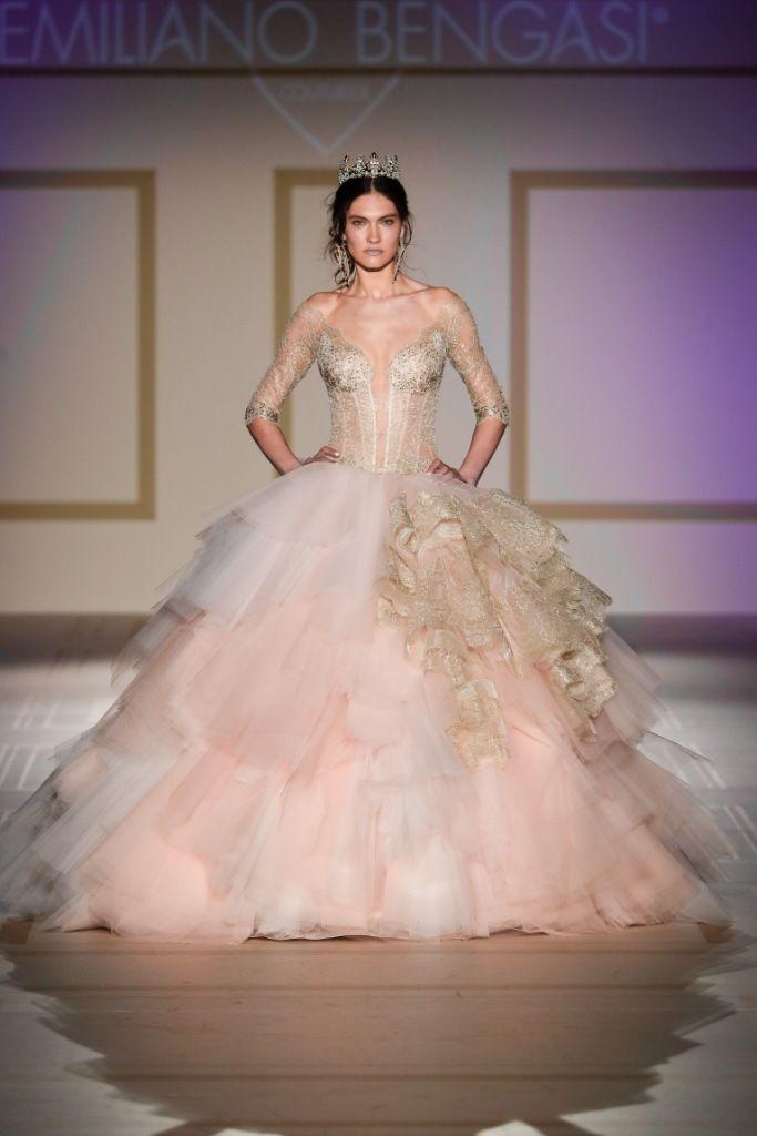 La nuovissima collezione sposa 2018 firmata da Emiliano Bengasi presentata  durante la Milano Bridal Week ha ee729c69649