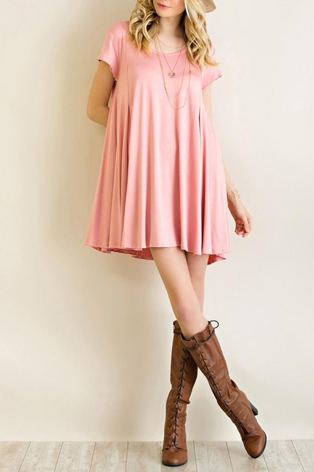 ccd54c50862 This solid color t-shirt knit dress is a simple but classic chic dress that  can go well with simple layered necklace and long boots.