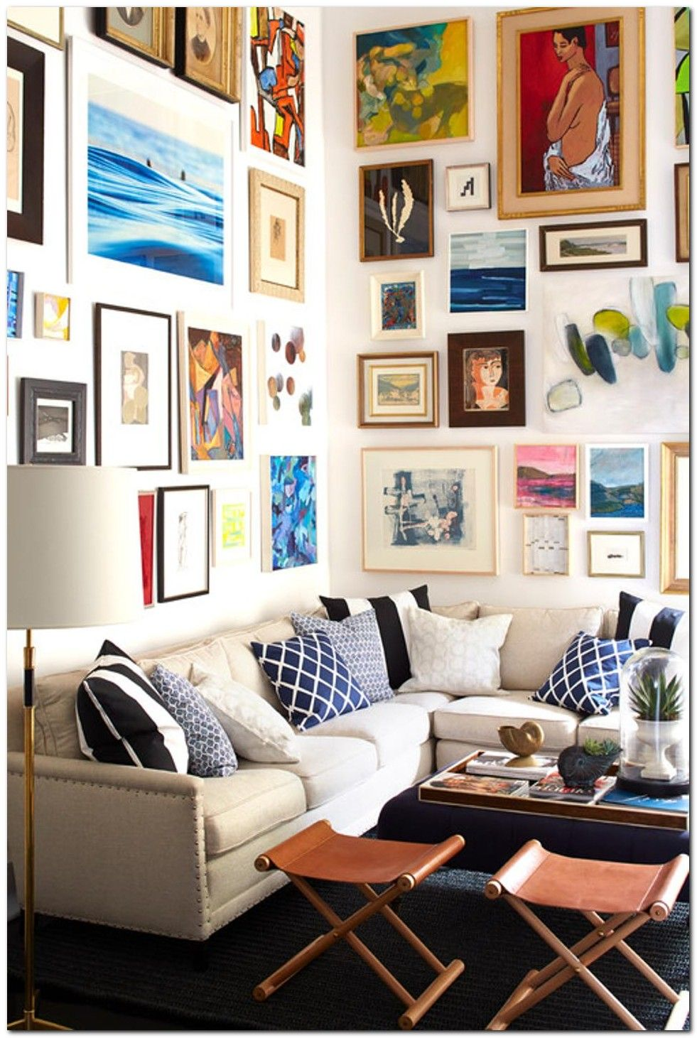100 Smart Ideas To Add More Seating To Small House The Urban Interior Small Living Room Layout Small Living Room Design Small Room Design