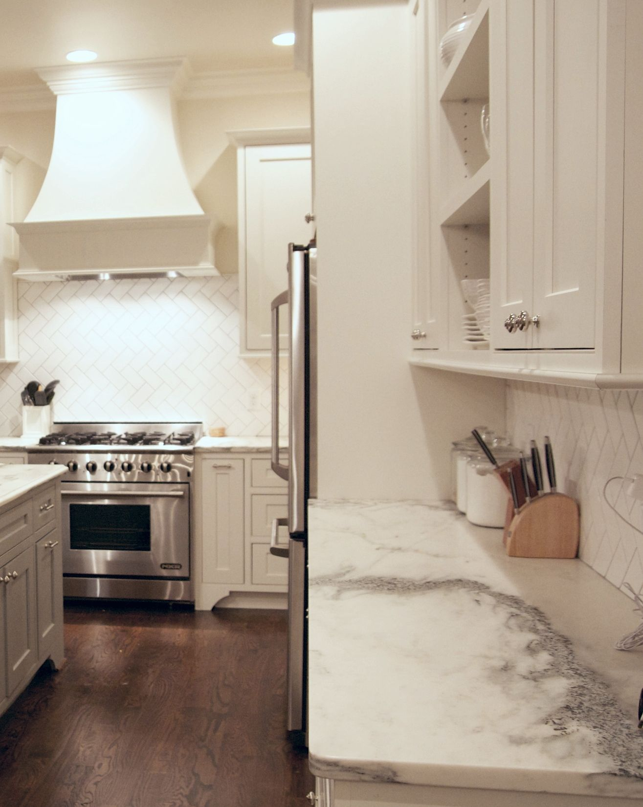 Best All White Kitchen Design Featuring White Marble 400 x 300
