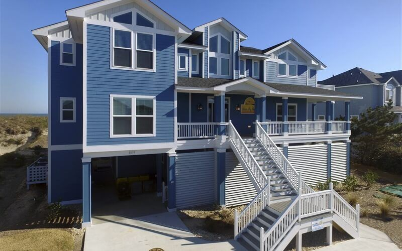Dune My Thing 140 Located In Whalehead Corolla Nc Outer Banks Oceanside Vacation Rental With 10 Bedrooms 10 2 Bath House Styles Oceanfront Vacation Rental