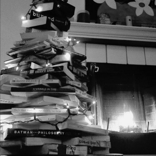 Christmastree made of books.