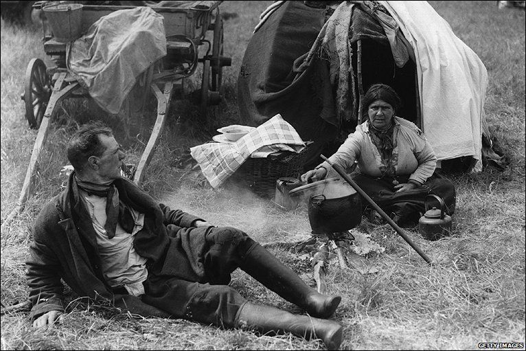 Gypsies camped on Epsom Downs for the Derby in 1937 | Roma