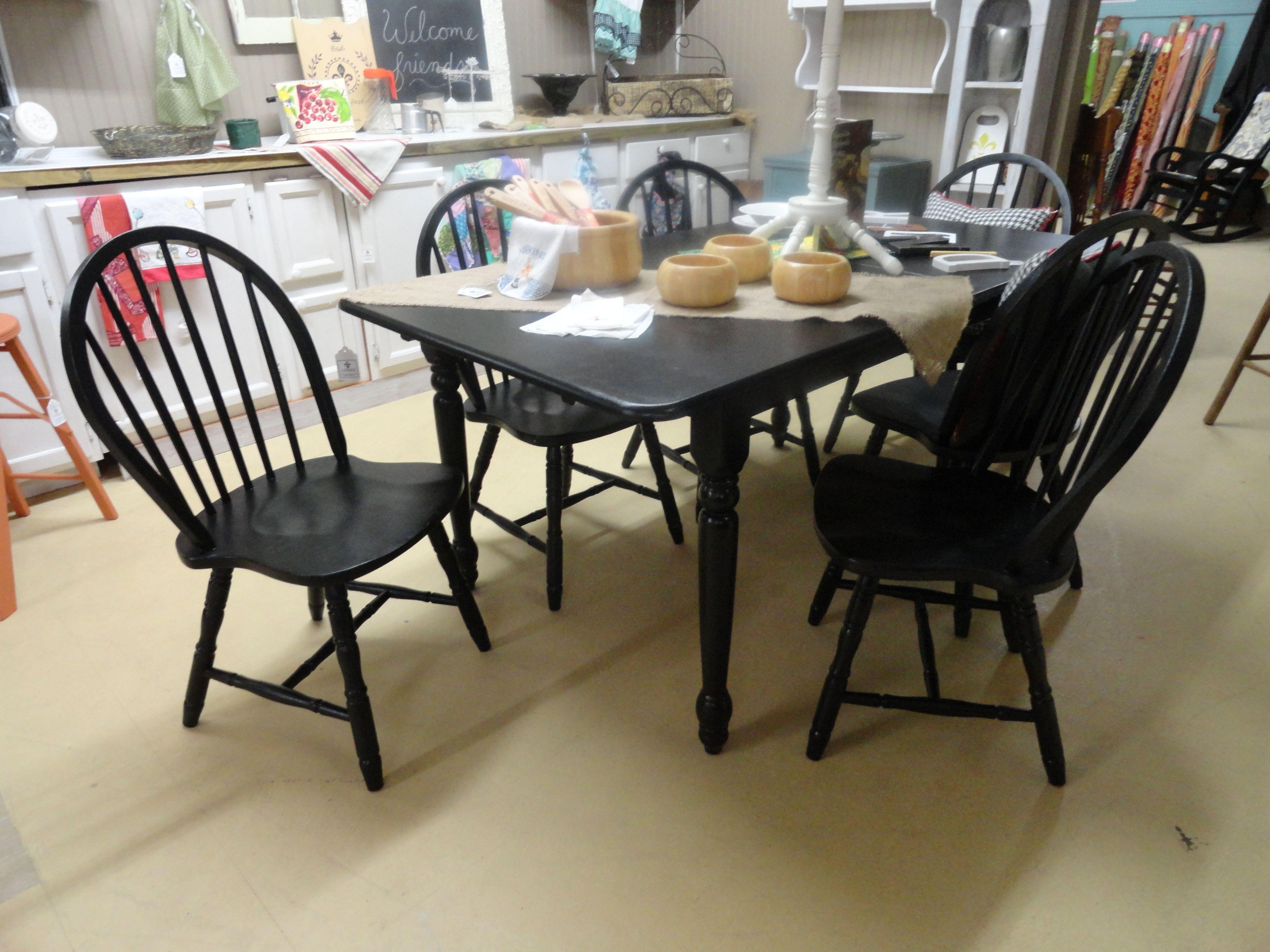 Black farm table 36x66 with selfstoring leaf set has 6