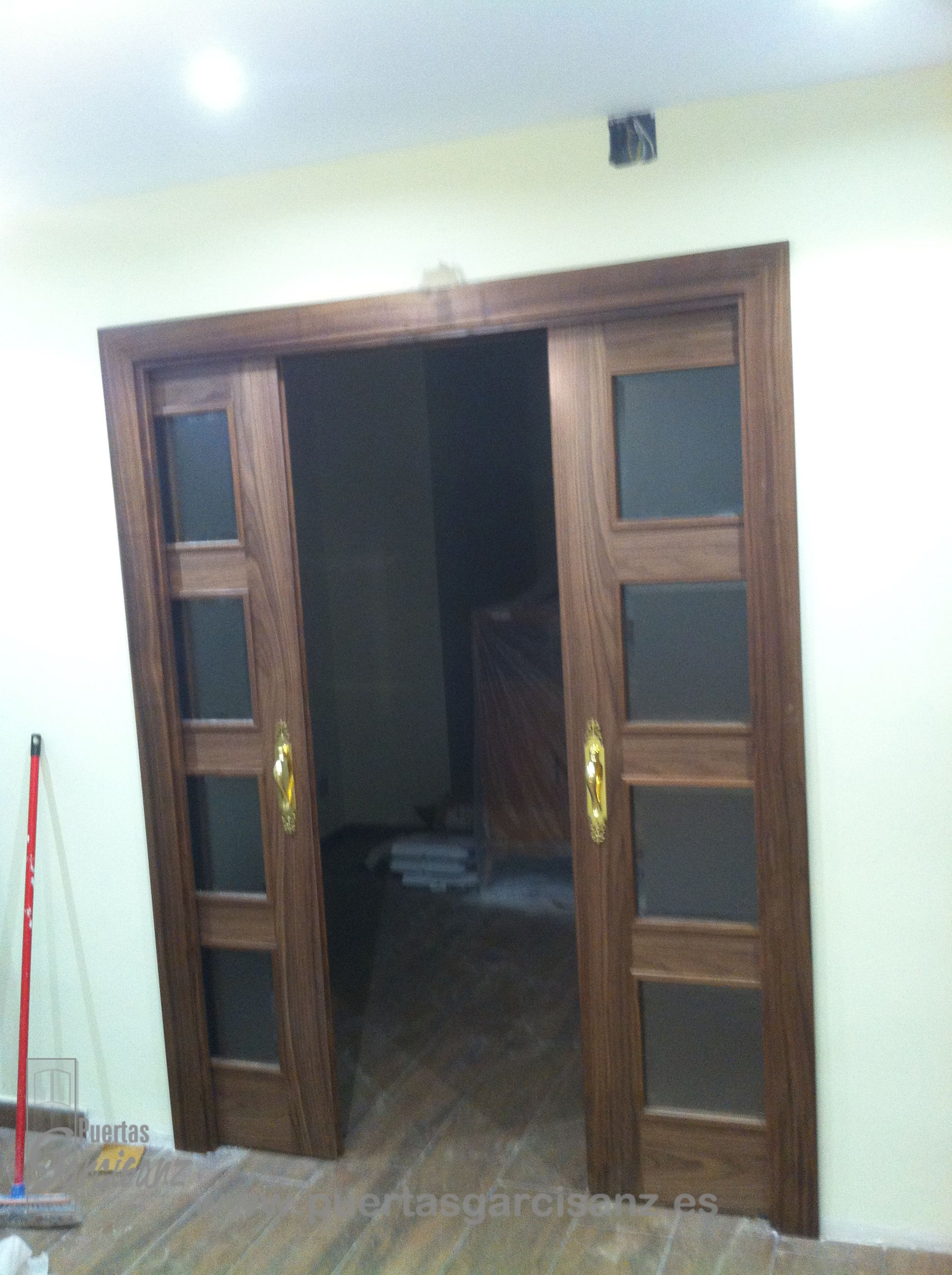 Puerta De Interior De Hoja Doble Mod 4200 En Nogal Puertas De  ~ Puertas Correderas Interior Rusticas