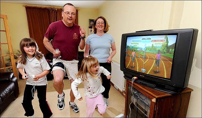 Resultado de imagem para family playing wii