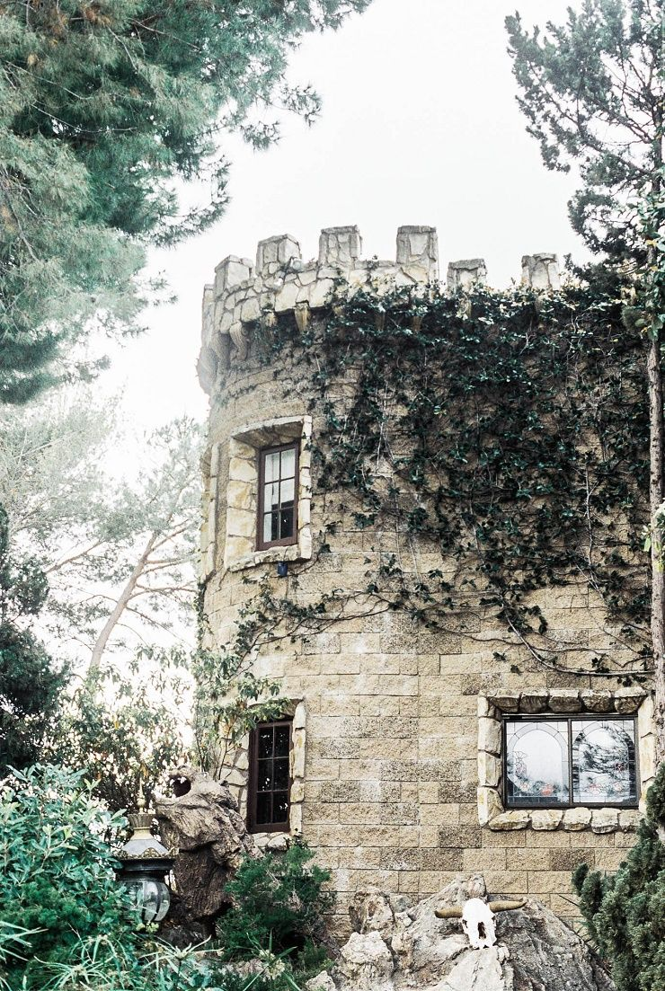 Bridal inspiration shoot at old world castle | itakeyou.co.uk
