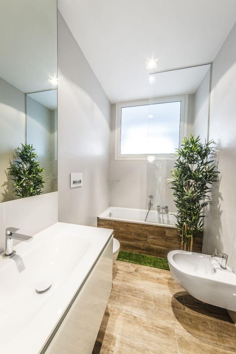 Carrelage mural salle de bain panneaux 3d et mosa ques peintures blanches carrelage et salle for Peinture bois salle de bain