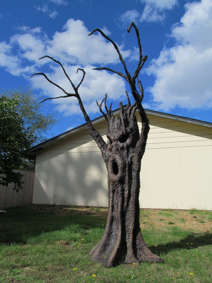 Awesome Custom Made Spooky Tree I would love to have one of these - Halloween House Decorating Ideas Outside