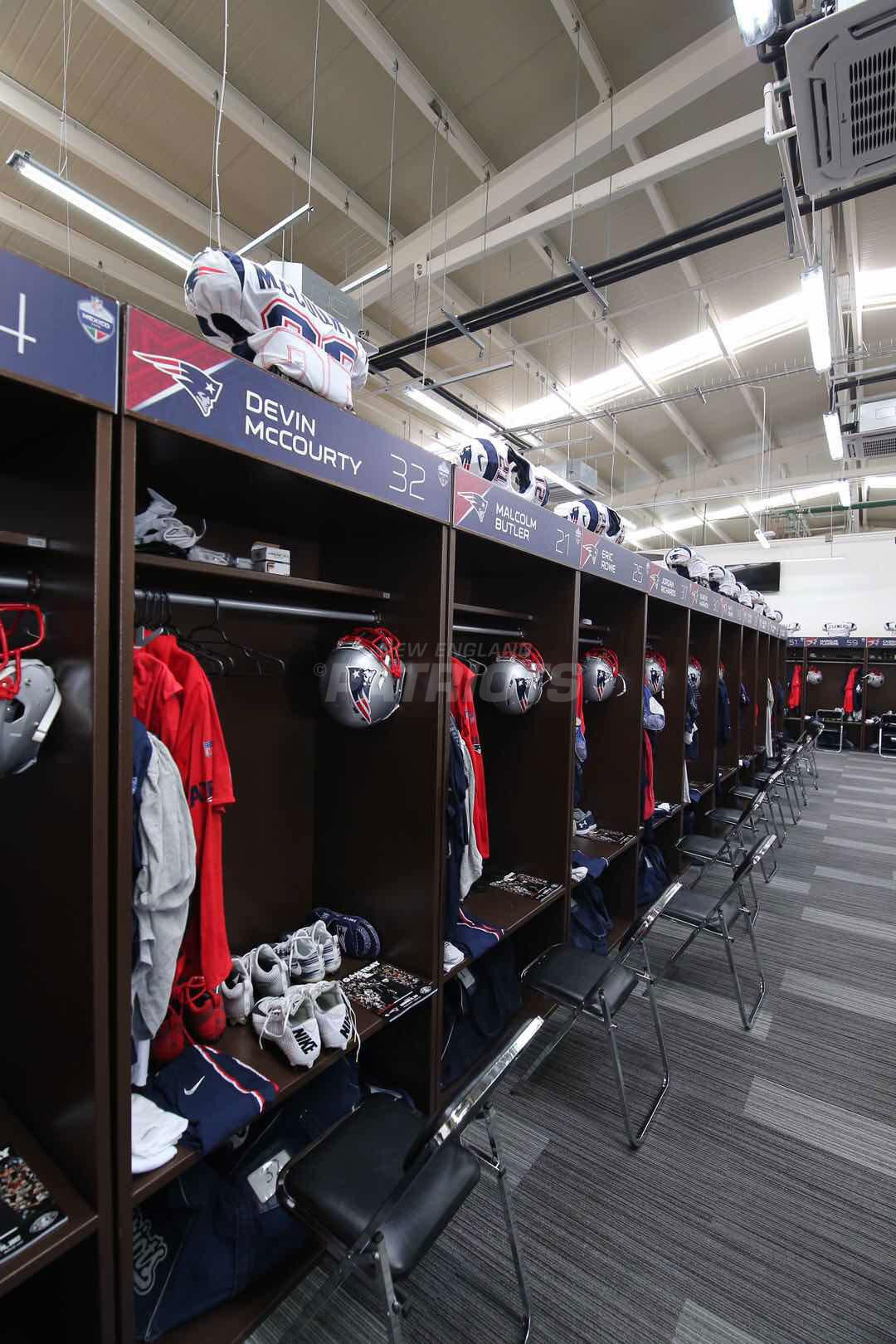 Pregame Inside The Patriots Locker Room And Player Arrivals 11 19 Locker Room Lockers Patriots