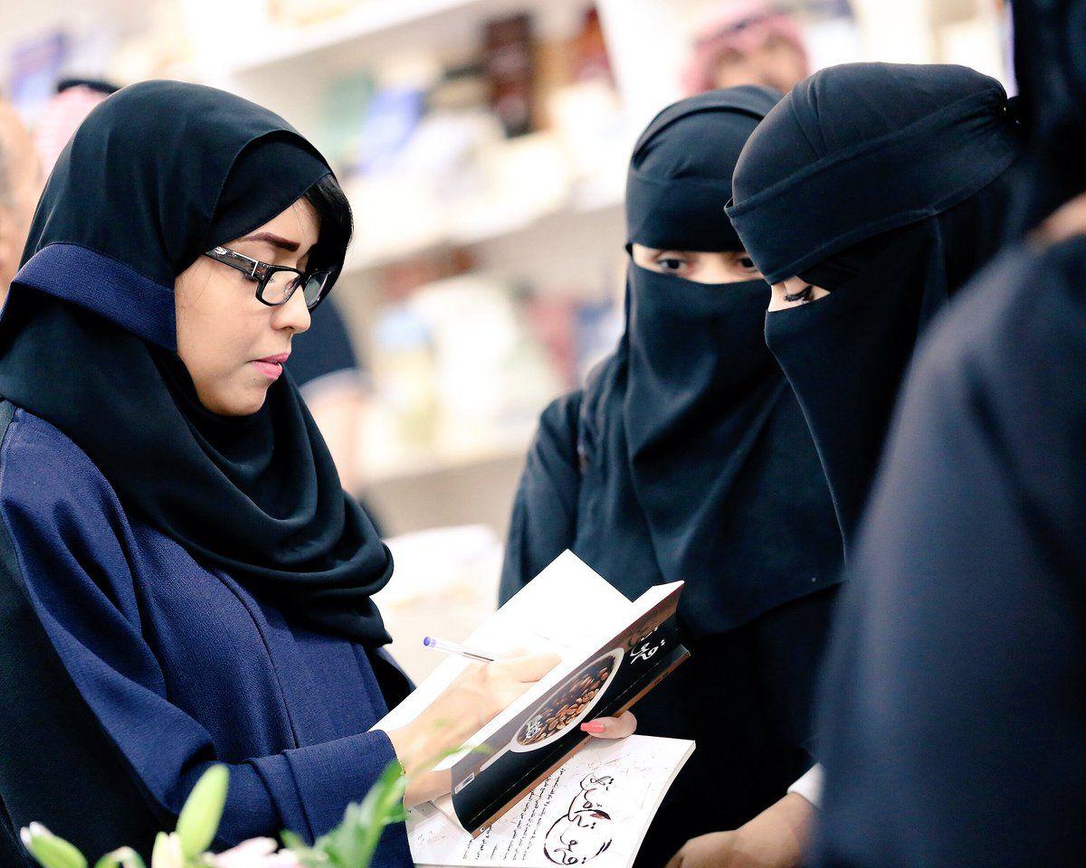 كتاب مقال نوره شنار On Twitter نوره شنار مع قهوتي مرة لدى دار مدارك Fashion Hijab Architecture