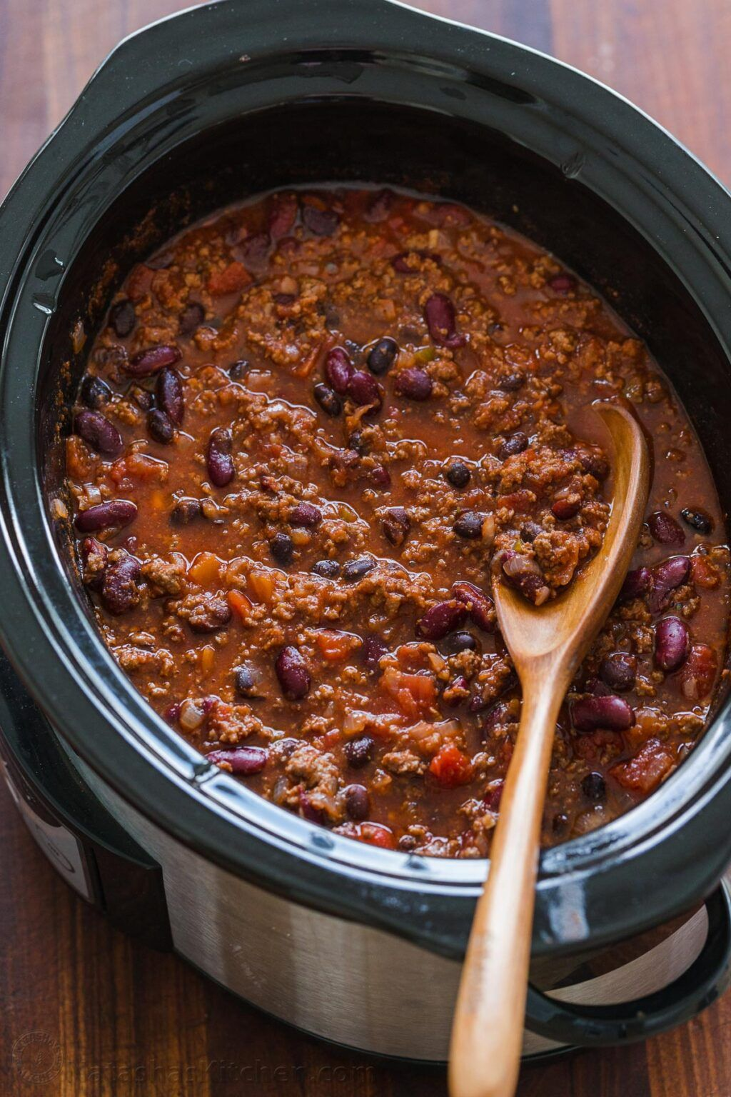 An Easy Crockpot Chili Recipe With Ground Beef Beans Tomato Sauce And The Best Homemade Ch In 2020 Slow Cooker Chili Recipe Slow Cooker Chili Easy Slow Cooker Chili