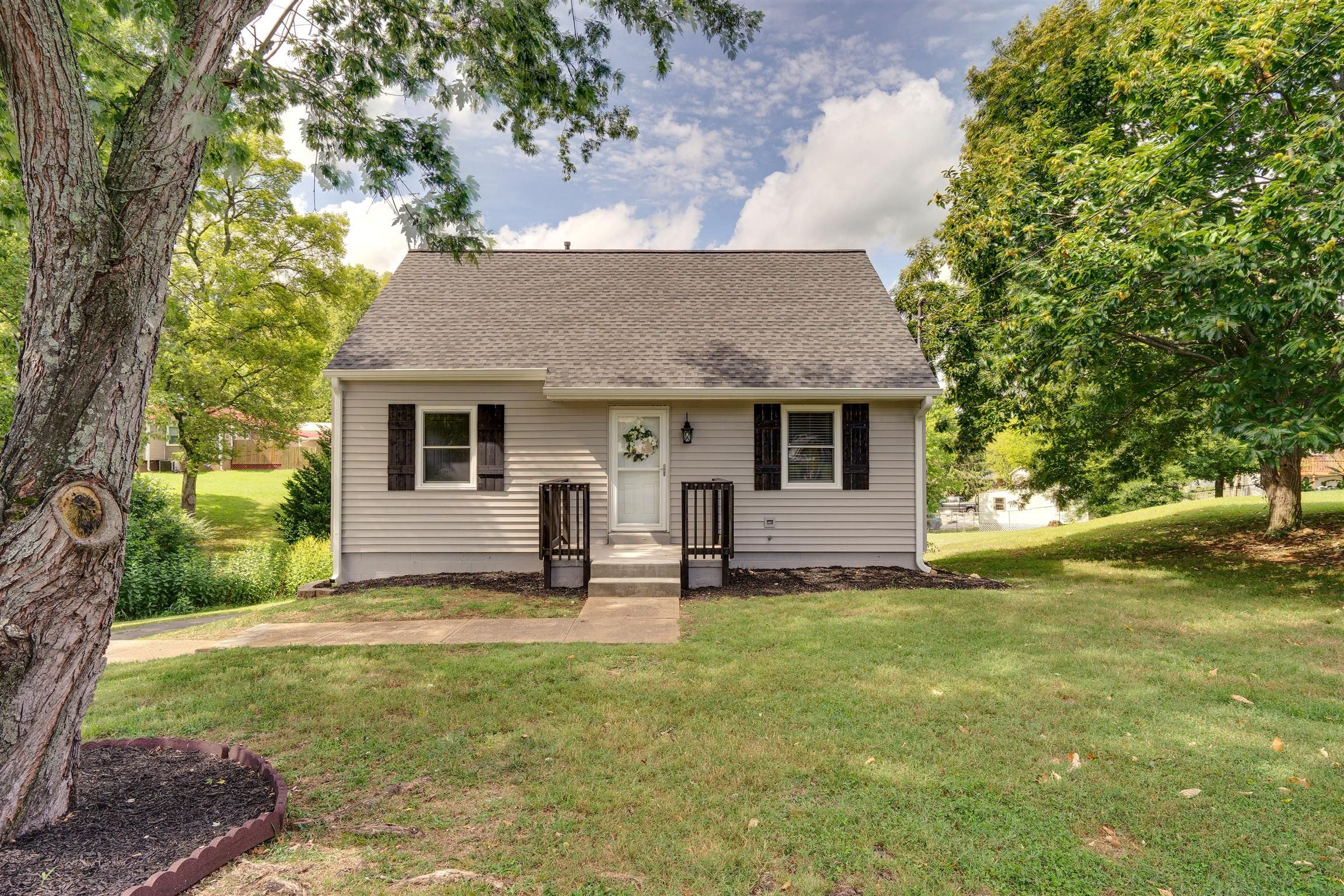 1930 Paul Dr Columbia Tn 38401 4 Bed 2 Bath 194 900 Very Nice Completely House Styles Home Columbia