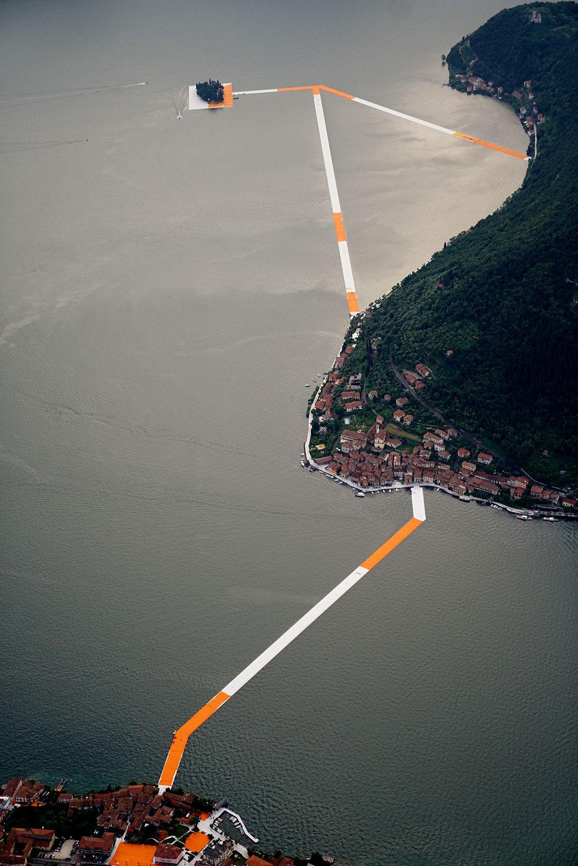 Imagen 22 de 34 de la galería de The Floating Piers: Cómo se construyó la última gran obra de Christo y Jeanne-Claude. Fotografía de Wolfgang Volz